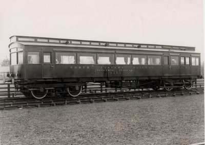 NER Electric Autocar 3171 in maroon livery