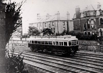 NER Electric Autocar 3170 approaches Scarborough station